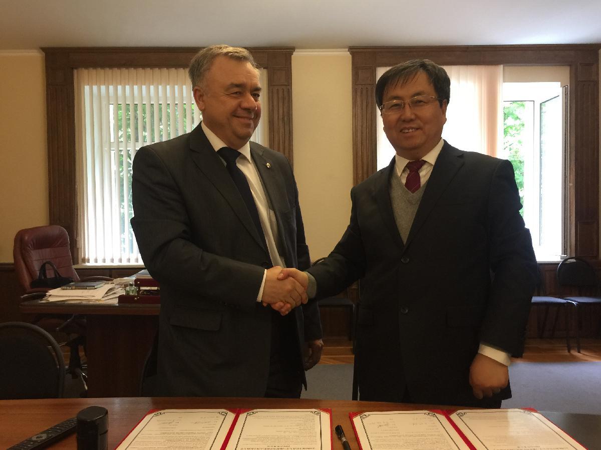 我校与俄罗斯萨拉托夫医科大学签署合作协议