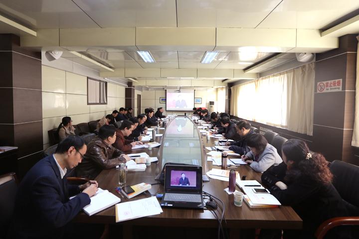 学校党委中心组召开集体学习会议