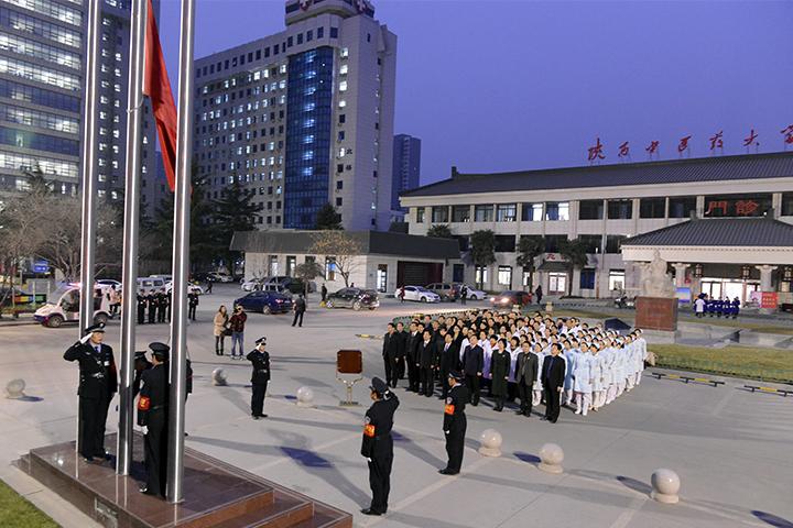 我校附属医院举行升国旗宣誓仪式践行大医精诚精神