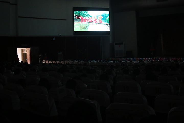 我校组织党员观看电影《知心法官》