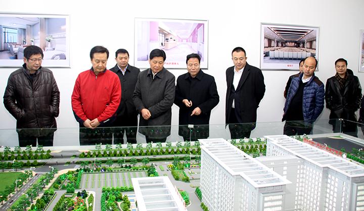 刘勤社、刘力一行深入二附院迁建项目现场督导工作