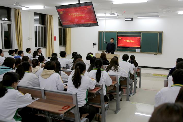 党委书记刘勤社深入班级参加主题班会