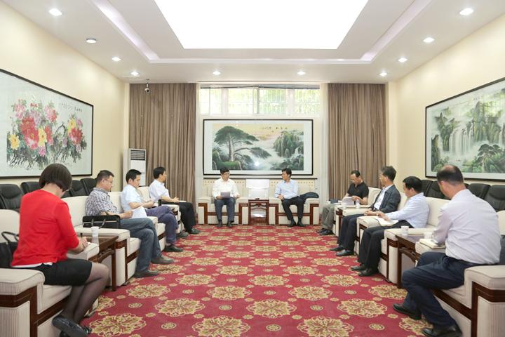 陕西省科工委委员、科技厅副厅长兰新哲一行来校调研指导科技工作
