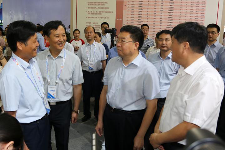 我校参加第七届省教博会 中医药特色成为展区亮点