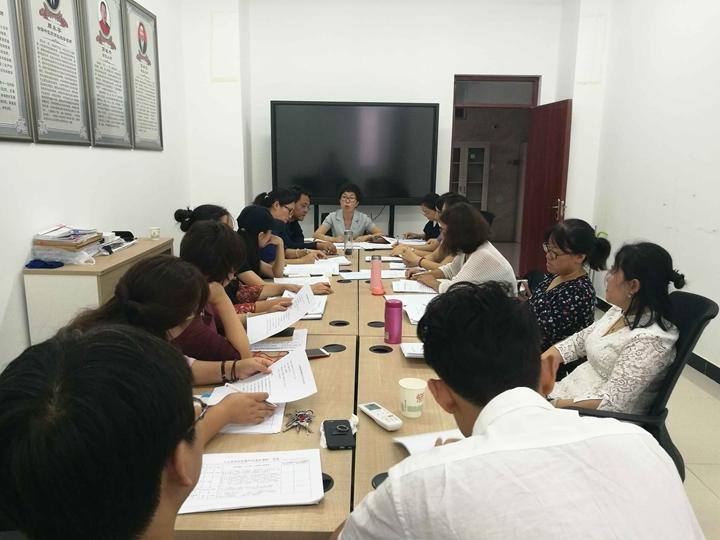 人文管理學院召開教研室主任會議