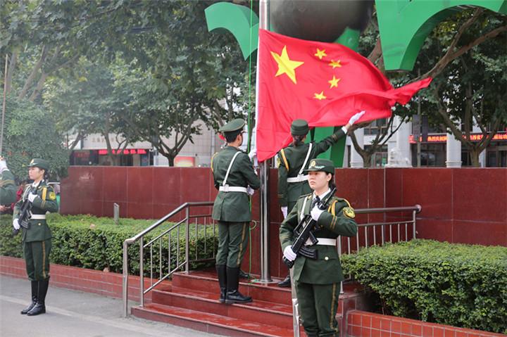 我校第二附屬醫院隆重舉行升國旗儀式