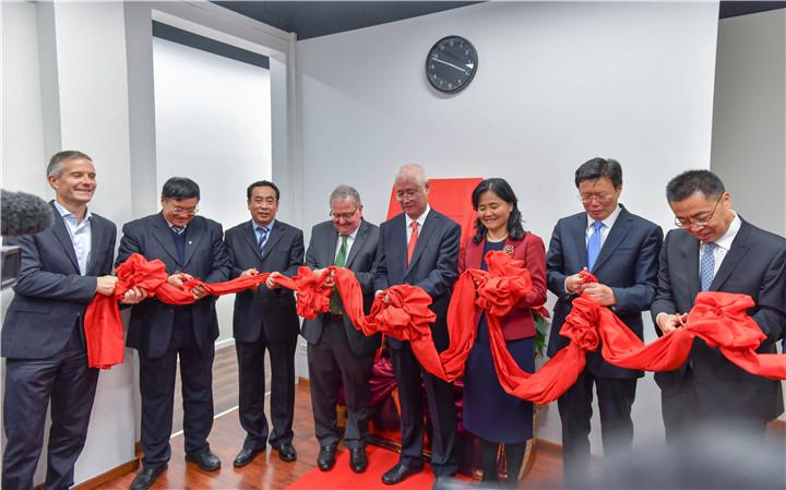 """我校""""中国-瑞士中医药中心""""在瑞士日内瓦揭牌成立"""
