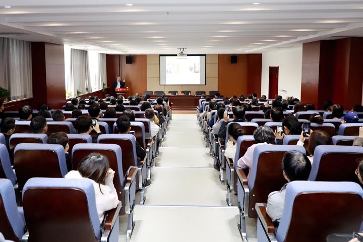 中国药科大学副校长孔令义教授应邀来我校做学术报告