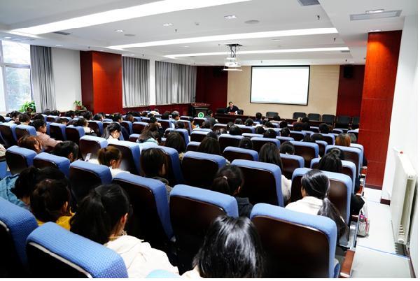 人文管理学院举办人文大讲堂活动